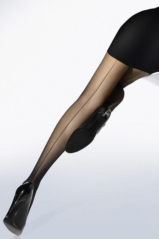 Стойные ножки в чулках со шврм